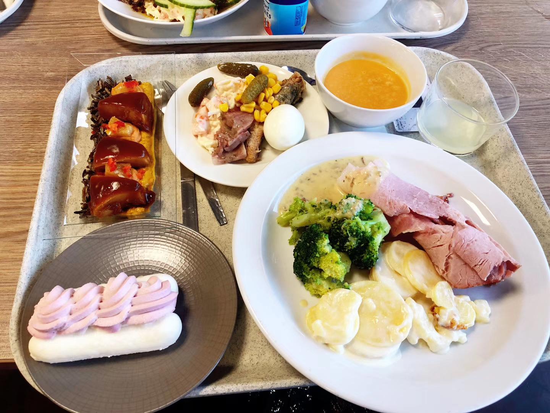 雷诺特学校为学生提供的早午餐