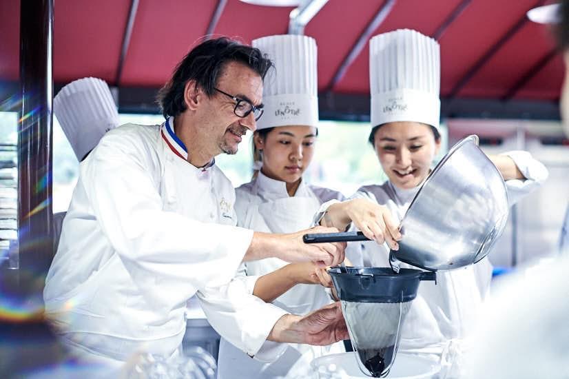 第一所水上烹饪学校:雷诺特塞纳河校区